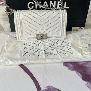 Chanel- COPY White with pearls Leboy